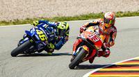 Ilustrasi persaingan Marc Marquez dan Valentino Rossi di MotoGP. (Robert MICHAEL / AFP)