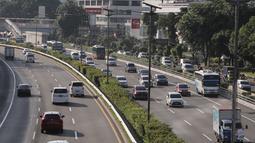 Kendaraan melintas di ruas Tol Dalam Kota, Jakarta, Kamis (30/1/2020). Terhitung mulai 1 Februari 2020, pemerintah akan menaikkan tarif Tol Dalam Kota untuk ruas Cawang-Tomang-Pluit dan Cawang-Tanjung Priok-Ancol Timur-Jembatan Tiga/Pluit. (Liputan6.com/Herman Zakharia)