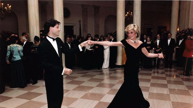 Putri Diana dan John Travolta berdansa di ballroom Gedung Putih, 11 November 1985. (Wikimedia/Public Domain)#source%3Dgooglier%2Ecom#https%3A%2F%2Fgooglier%2Ecom%2Fpage%2F%2F10000