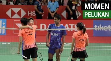 Berita video momen berpelukan Liliyana Natsir dengan ganda campuran Malaysia, Chan Peng Soon / Goh Liu Ying pada semifinal Indonesia Masters 2019, Sabtu (26/1/2019).
