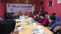 PDIP Sumsel menggelar Silaturahmi dan Forum Group Discussion (FGD) Sumpah Pemuda Bersatu Bangkit dan Tumbuh, di Sekretariat Banteng Muda Indonesia (BMI) Sumsel (Liputan6.com / Nefri Inge)