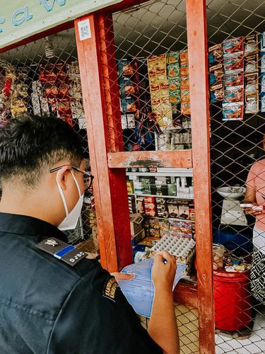 Bea Cukai Beri Pemahaman Mengenai Rokok Ilegal lewat Sosialisasi dan Operasi Pasar