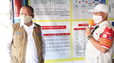 Ketua Satgas Covid-19 Letjen TNI Ganip Warsito meninjau pos PPKM Level 4 di Kaltim
