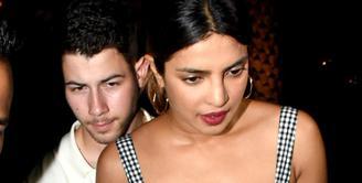 Nick Jonas dan Priyaka Chopra kini sudah mulai terang-terangan mengenai hubungan mereka. (Hindustan Times)