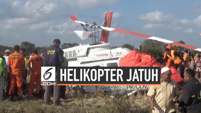 Pesawat helikopter jatuh terhempas ke areal persawahan warga di Lombok Tengah hari Minggu (15/7). Helikopter membawa tiga wisatawan asing yang hendak pergi ke bandara udara Lombok.