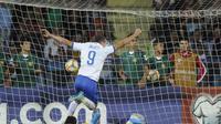 Selebrasi striker Italia Andrea Belotti (AP)