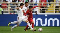 Gelandang Timnas Vietnam, Nguyen Quang Hai, saat melawan Iran di Piala Asia 2019 di Al Nahyan Stadium, Abu Dhabi (12/1/2019). (AFP/Khaled Desouki)