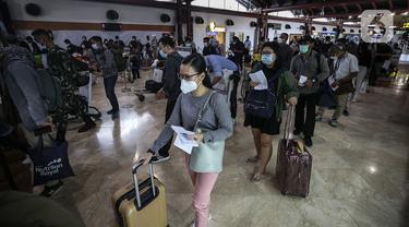 FOTO: H-1 Larangan Mudik, Bandara Soekarno Hatta Ramai Calon Penumpang