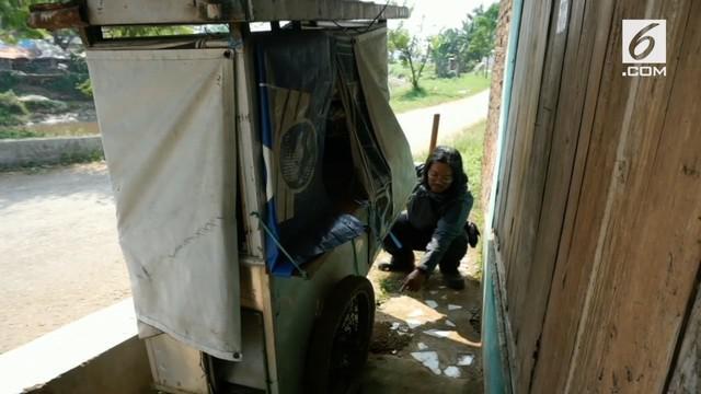 Warga Kabupaten Bandung dikagetkan dengan penemuan bayi laki-laki hidup yang ditemukan di bawah gerobak bakso.