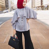 Tidak hanya eksis dengan koleksi hijabnya, gaya berpenampilan desainer ini juga patut dicontoh. (Sumber foto: dianpelangi/instagram)