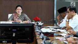 Menteri Koordinator Pembangunan Manusia dan Kebudayaan Puan Maharani memimpin rapat tingkat menteri di Kantor Kemenko PMK, Jakarta, Kamis (17/5). Rapat tersebut membahas  keamanan jelang Asian Games 2018. (Liputan6.com/Johan Tallo)