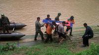 Surdi siswa SDN I terancam cacat seumur hidup setelah menjadi korban jembatan putus di Lebak, Banten. (Liputan6.com/Yandhi Deslatama)
