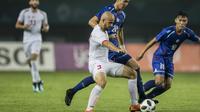 Gelandang Palestina, Mohammed Rashid, berusaha mengamankan bola saat melawan Taiwan pada laga Grup A Asian Games di Stadion Patriot, Jawa Barat, Jumat (10/8/2018). Kedua negara bermain imbang 0-0. (Bola.com/Vitalis Yogi Trisna)