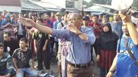 Anggota DPRD dari Fraksi Gerindra Syarif di lokasi penggusuran Rawajati, Jakarta Selatan. (Liputan6.com/Putu Merta Surya Putra)