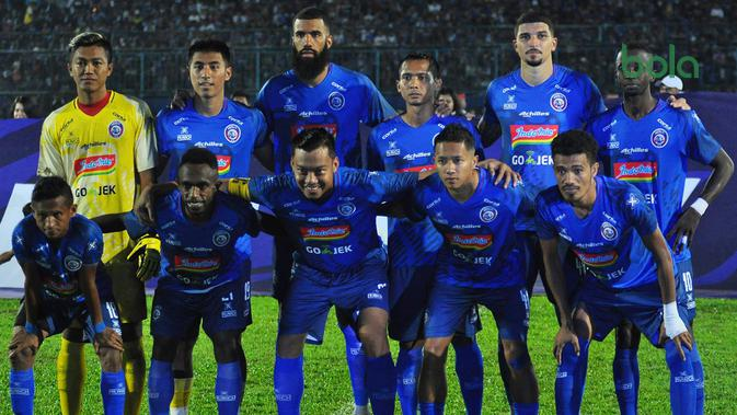 Skuat Arema dengan jersey baru musim 2019. (Bola.com/Iwan Setiawan)