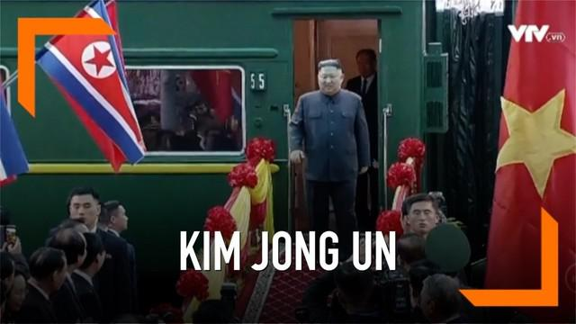 Kereta lapis baja yang membawa Pemimpin Korea Utara Kim Jong-un, dilaporkan telah tiba di Vietnam, menjelang pertemuan puncak kedua dengan Presiden Amerika Serikat (AS) Donald Trump di Hanoi, 27 dan 28 Februari esok.
