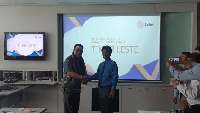 Corporate Secretary SCM (sub-holding Divisi Media Emtek Group) Gilang Iskandar (kiri) dan Menteri Muda dari kantor Kementerian Komunikasi Sosial Republik Demokratik Timor Leste, Mericio Akara (14/11) (Rizki Akbar Hasan / www.sulawesita.com)