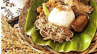 Manggar adalah putik dari bunga kelapa muda yang dipakai sebagai bahan utama pengganti nangka muda.