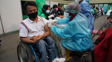 Penyandang Disabilitas menjalani vaksinasi di Yogyakarta