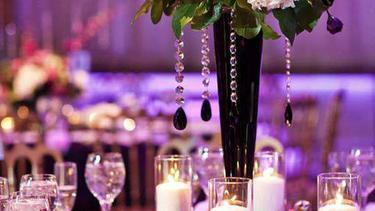 dekorasi pernikahan ungu