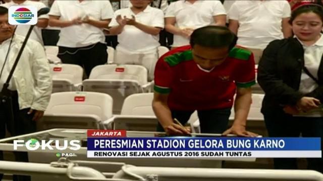 Sebelum laga persahabatan antara Indonesia dan Islandia digelar semalam (14/1), Presiden Jokowi resmikan Stadion Gelora Bung Karno.