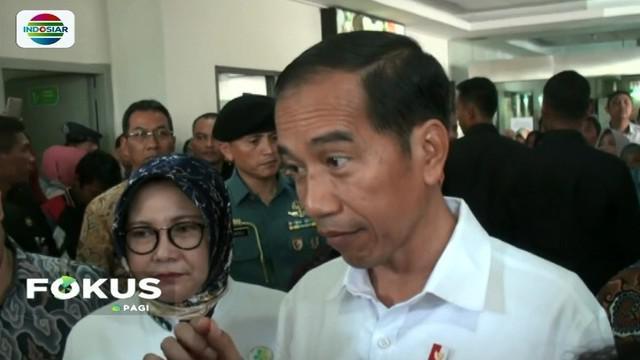 Jokowi tinjau pelayanan kesehatan di RS Hasan Sadikin Bandung. Dalam kunjungannya, Presiden memastikan pelayanan KIS dan BPJS berjalan optimal.