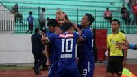 Selebrasi PSIS saat melawan Barito Putera di Stadion Moch. Soebroto, Magelang, Sabtu (13/10/2018). (Bola.com/Ronald Seger Prabowo)
