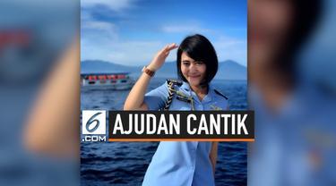 Kapten Sandhyca, sosok ajudan Iriana Jokowi jadi sorotan setelah pengakuannya yang belum menikah disebarkan di medsos pribadi.