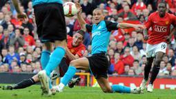 Publik Old Trafford tentu akan selalu mengingat pemain yang bernama Frederico Macheda. Masuk sebagai pengganti Nani, Ia mampu mempersembahkan gol indah ketika Mancheser United melawan Aston Villa. Sayangnya saat ini kariernya sudah mulai meredup. (Foto: AFP/Andrew Yates)