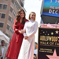 Idina Menzel dan Kristen Bell, 2 pengisi suara Frozen 2 yang mendapatkan penghargaan. (Foto: Disney)