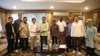 Menpora Imam Nahrawi menerima jajaran petinggi Klub Sepakbola Barito Putera, di Kediaman Widya Chandra III/14, Kebayoran Baru, Jakarta Selatan, Rabu (20/3) sore.