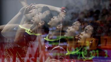 Tunggal putra Indonesia, Anthony Sinisuka Ginting, saat melawan wakil Denmark, Anders Antonsen, pada laga final Daihatsu Indonesia Masters 2020 di Istora, Jakarta, Minggu (19/1). Anthony Ginting menang 17-21, 21-15, dan 21-9. (Bola.com/M Iqbal Ichsan)