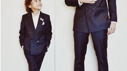 Suami Bunga Citra Lestari, Ashraf Sinclair dan putranya Noah Aidan Sinclair mengenakan jas senada berpose bersama. Ashraf Sinclair, meninggal dunia di usia 40 tahun diduga akibat serangan jantung pada Selasa 18 Februari 2020 pukul 3.40 pagi. (Instagram/@ashrafsinclair)