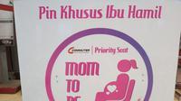 Tempat pendaftaran untuk mendapatkan pin khusus ibu hamil di Stasiun Sudriman Jakarta. (Foto: Benedikta Desideria/Liputan6.com)