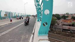 Pengendara motor melintas di Flyover Bintaro, Jakarta, Selasa (6/3). Mulai hari ini Pemprov DKI Jakarta melakukan uji coba pengoperasian Flyover Bintaro yang dibangun sejak 2017. (Liputan6.com/Johan Tallo)
