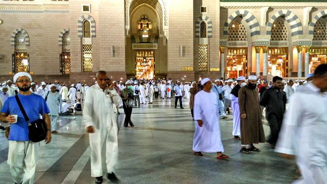 Suasana di Masjid Nabawi, Madinah, Arab Saudi. (Liputan6.com/Wawan Isab Rubiyanto)#source%3Dgooglier%2Ecom#https%3A%2F%2Fgooglier%2Ecom%2Fpage%2F%2F10000