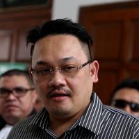 Ditemui di Pengadilan Agama Jakarta Selatan, Selasa (20/10/2015), kuasa hukum Farhat Abbas, Vidy Galenso Syarief menampik kabar yang mengatakan jika kliennya tersebut jatuh miskin. (Andy Masela/Bintang.com)