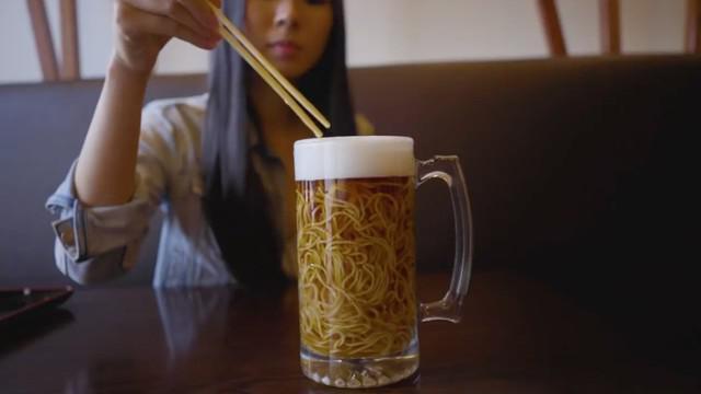 Sebuah restoran di Kanada punya menu ramen yang unik bernama 'Beer Ramen'. Tapi tenang, ramen ini tak mengandung bir atau alkohol.