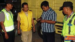 Citizen6, Kendal: Beberapa orang yang dicurigai kemudian diperiksa oleh petugas yang terdiri dari Samapta, Intel dan Reserse. (Pengirim: Aryo Widiyanto)
