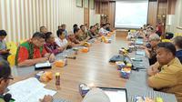 FGD) dalam rangka pelaksanaan kajian aspek sosial budaya dan sosial ekonomi pemindahan IKN oleh tim Kementerian PPN/Bappenas RI, Selasa (19/11/2019). (Liputan6.com/Abelda Gunawan)