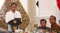 Presiden Jokowi memimpin sidang kabinet paripurna di Istana Merdeka, Jakarta, Selasa (29/8). Jokowi juga mengharapkan agar secepatnya setiap kementerian dan lembaga mampu memperbaiki internalnya masing-masing. (Liputan6.com/Angga Yuniar)