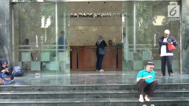 Penyidik Bareskrim Polri membekuk C (27) atas dugaan penjualan data Nasabah Bank