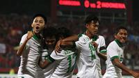 Selebrasi Timnas Indonesia di matchday terakhir penyisihan Grup A Piala AFF U-16 2018 melawan Kamboja di Stadion Gelora Delta, Sidoarjo, Senin (6/8/2018). (Bola.com/Aditya Wany)