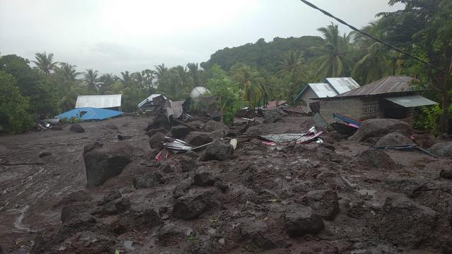 Banjir bandang terjadi di Kabupaten Flores Timur, Nusa Tenggara Timur (NTT).