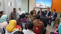 Anggota Komisi XI DPR Mukhamad Misbakhun berdialog dengan para mahasiswa Indonesia yang tengah menimba ilmu di Keimyung University, Daegu, Korea Selatan.  (Istimewa)