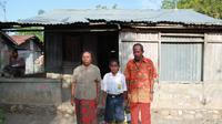 Yohanes Andigala bersama keluarga (Liputan6.com/Ola Keda)