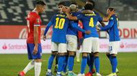 Timnas Brasil menang 1-0 atas Chile pada laga ketujuh kualifikasi Piala Dunia 2022 zona CONMEBOL di Estedio Beira-Rio, Jumat (3/9/2021) pagi WIB. (CLAUDIO REYES/AFP/POOL)