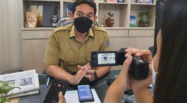 Kepala Bagian Humas Pemkot Surabaya, Febriadhitya Prajatara (Dian Kurniwan/Liputan6.com)