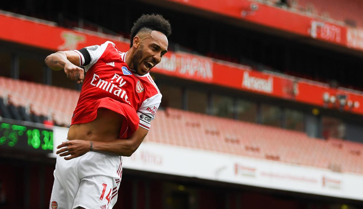 Striker Arsenal, Pierre-Emerick Aubameyang, merayakan gol yang dicetaknya ke gawang Norwich City pada laga lanjutan Premier League pekan ke-32 di Emirates Stadium, Kamis (2/7/2020) dini hari WIB. Arsenal menang 4-0 atas Norwich City. (AFP/Shaun Botterill/pool)