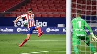 Bek Atletico Madrid, Manuel Sanchez, mengontrol bola saat menghadapi Real Mallorca pada laga lanjutan La Liga di Wanda Metropolitano, Sabtu (4/7/2020) dini hari WIB. Atletico Madrid menang 3-0 atas Mallorca. (AFP/Pierre-Philippe Marcou)